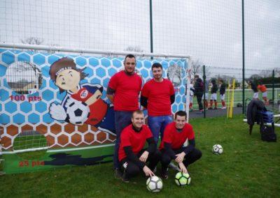 Le groupe :Dehaut en bas et de gauche à droite, Benjamin, Samy, Alexis et Yoann devant le but de précision.