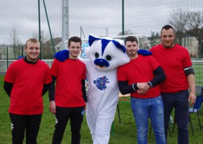 La mascotte HO : De gauche à droite, Alexis, Yoann, HOO, Samy et Benjamin